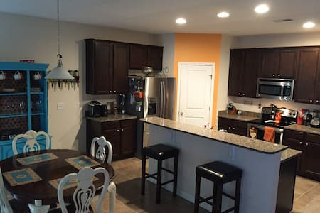 Casa de Nazarovitch (2 bedrooms available) - North Charleston