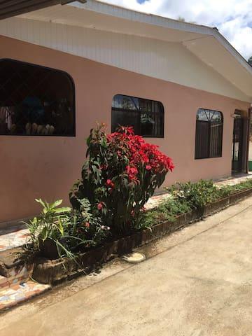 el paraiso tropical con dos habitaciones - San Isidro de El General