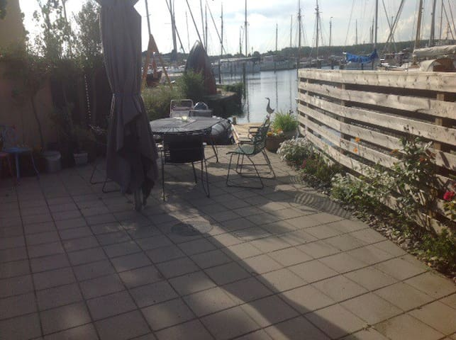 Charmerende byhus med egen bådebro. - Svendborg - Huis