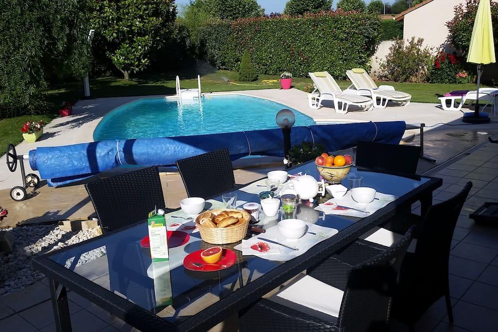 Charmante maison jardin piscine houses for rent in for Cash piscine bourg de peage
