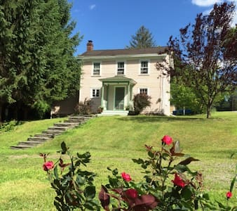 Romantic Farm House, perfect for couples or family - Narrowsburg - Hus