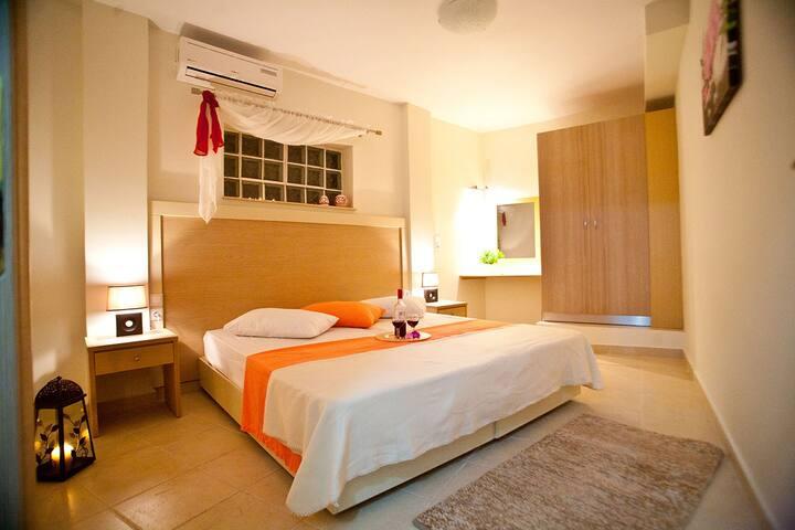 Spacious 80 sqm apartment for 4 - Μυρτιές - Lejlighed