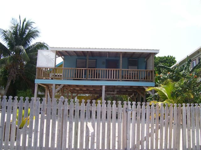 Carolyn's Other House (Beachfront) - Caye Caulker - Cabin