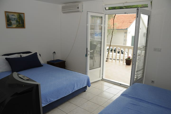 Studio with Balcony (4 Adults)