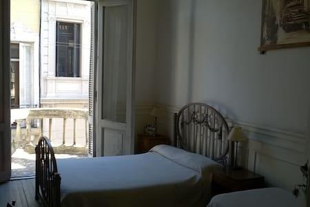 Habitación Doble Privada con Balcón (16) - Buenos Aires - Bed & Breakfast