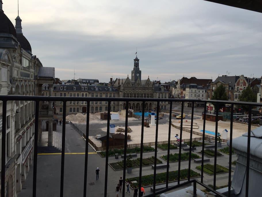 Vue du balcon face a l Hôtel de Ville