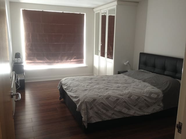 double bed, private shower, 1or2 guests, London - London - Apartmen