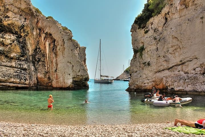 Vis - daily boat trips