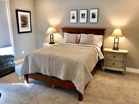 Private room in a new home with its own bath and walk-in closet. Cozy and warm atmosphere. This is a large home with two private bed rooms that can be rented separately or as a pair. Both have private baths and walk-in closets