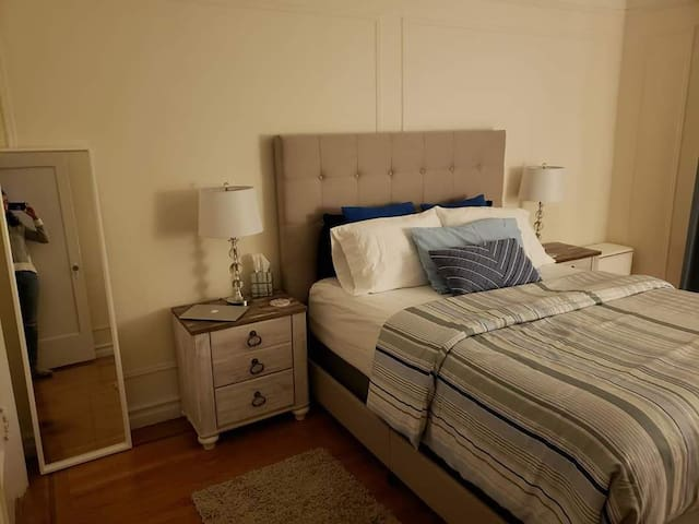 Spacious, Clean and Stylish room close to all.