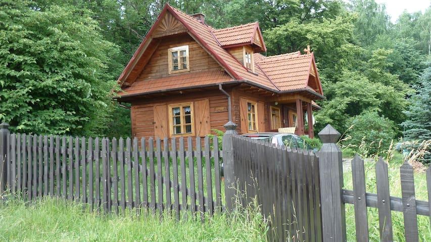 """Drewniany dom górski """"Pod lipami"""" - Męcina/gmina Limanowa - Hus"""