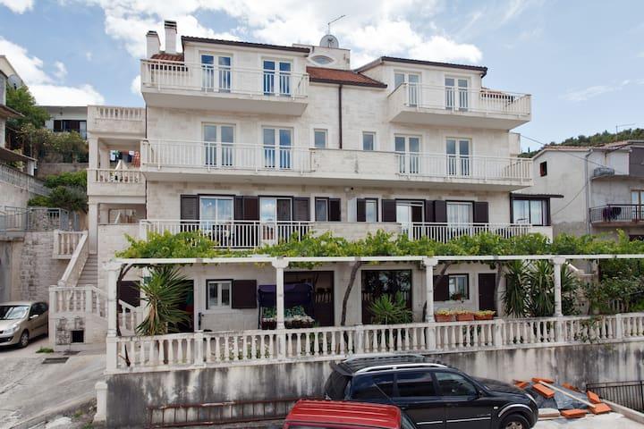 Apartment Rubelj 3 Trogir-Mastrinka - Mastrinka