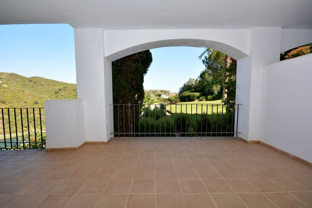 Spacious terrace with widely open view