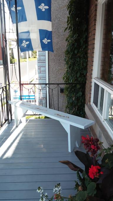 Balcon avant/Front porch