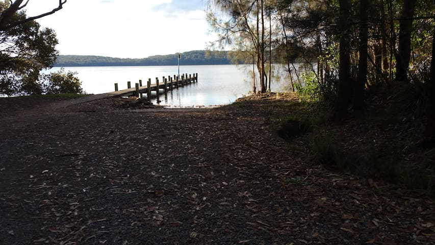 Queenslake jetty and one of a few smaller boat ramps