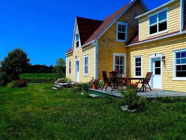 Beautiful Ancestral Acadian House with Sea Views