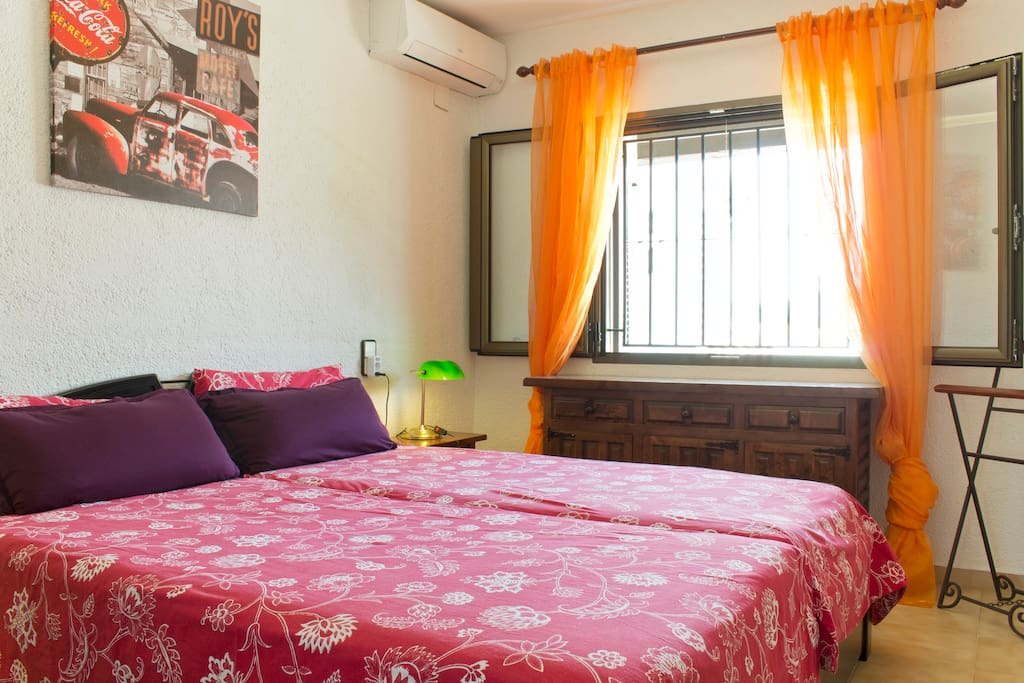 Sleeping room with 200 x 200 cm bed and air condition