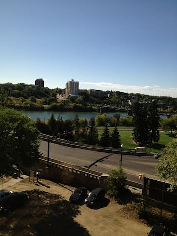 Great view! Great Location - Saskatoon - Lägenhet
