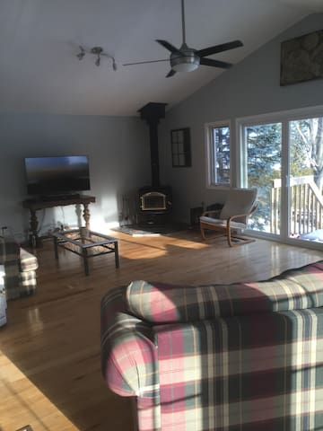 Cozy and Spacious Lake Simcoe Cottage - Orillia - Kabin