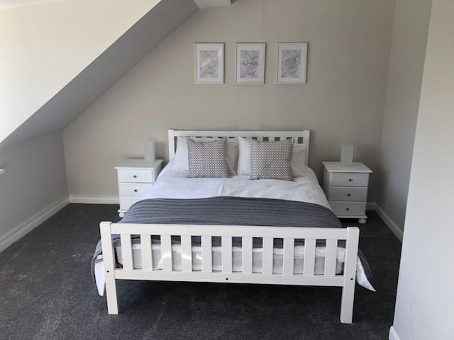 Main Bedroom (King size bed)