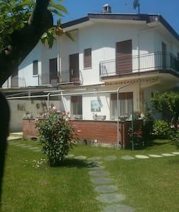 Villa con giardino vicinissima mare - Rio Claro - 단독주택