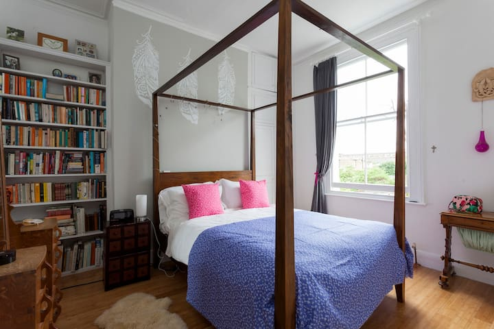 Double sunlit room with garden view - London - Ház