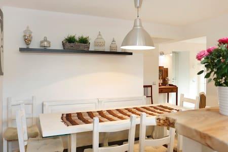 Appartamento seminterrato - Camaiore-lido
