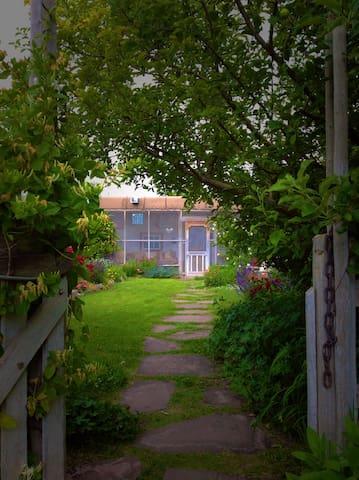 Artist Residence and Organic Farm - La Villita - Dom