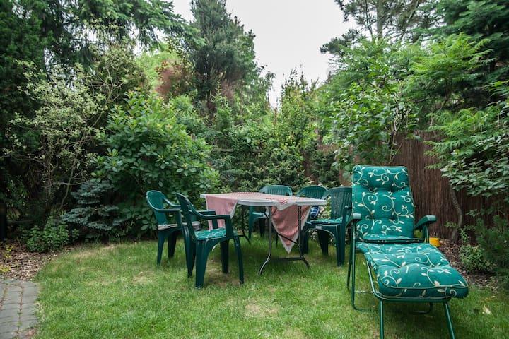 Pokój z ogrodem - Warszawa - Huis