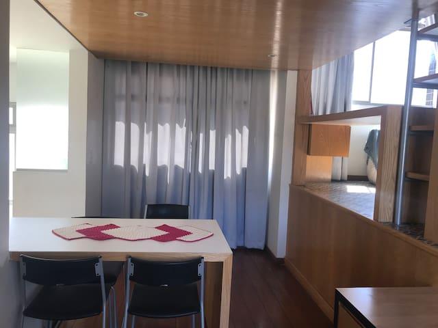 Loft moderno, inteiro, estiloso, ótima localização