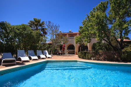 Beautiful, secluded, spacious villa - Salema