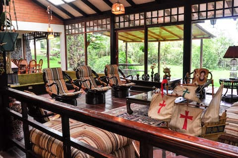 Maison de campagne avec piscine intérieure et forêt