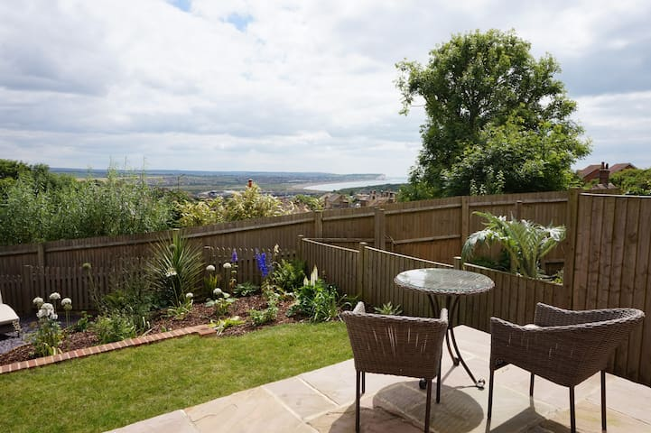Quiet sea view haven with spa bath. - Newhaven