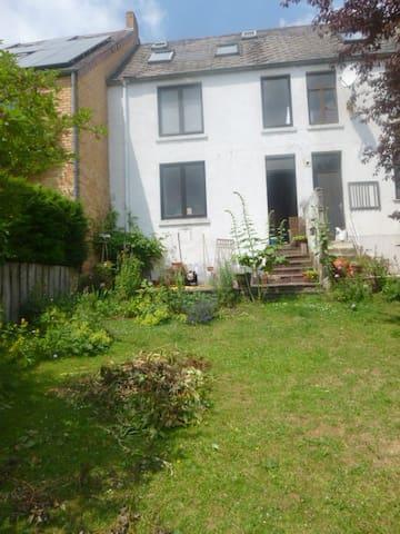 Maison avec jardin + terrasse + fun - Ottignies-Louvain-la-Neuve - Casa