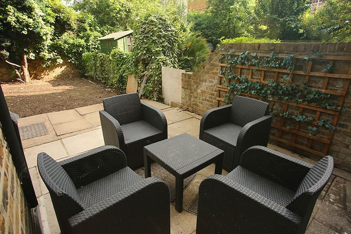 ASTONISHING 1 BED GARDEN FLAT IN SOUTH BANK