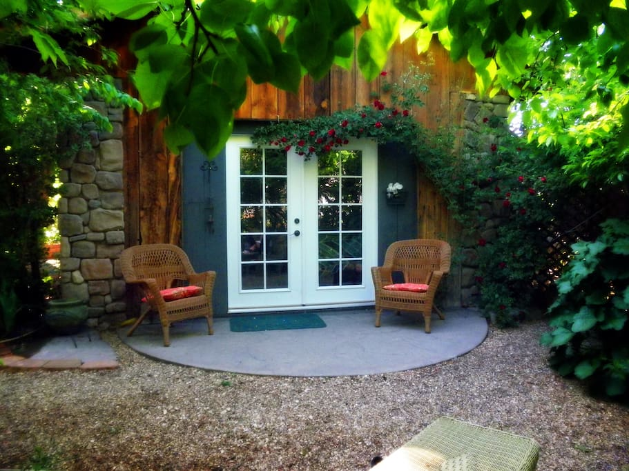 Brookside cottage bnb double room bed and breakfasts for Brookside cottages
