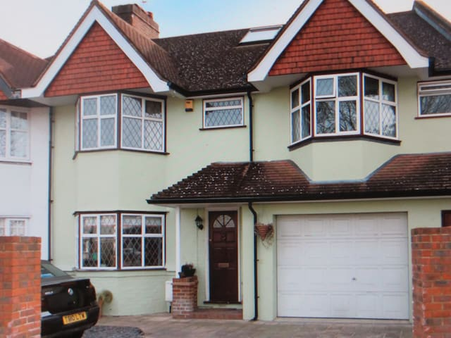 4 bedroom house near Twickenham - Whitton,Twickenham