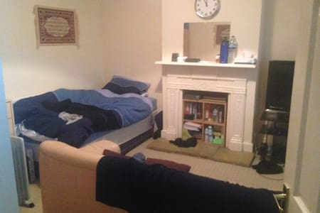 House in Egham or room/4 bedroooms - Egham - House - 2