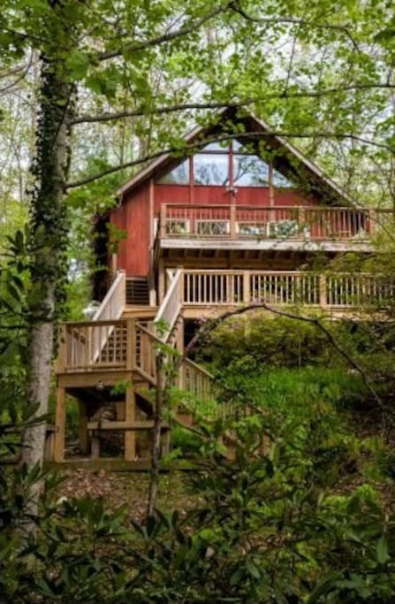 This is an angle from the bottom of the property to highlight the decks. You do not have to walk up all of those stairs! Parking is only steps from the front door. :)