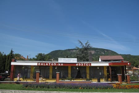 RETRO supermarket changed to hostel - Badacsonytomaj - Sala sypialna