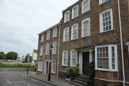Georgian Merchant Town House Grade I -Grand! - Bridgwater - Flat