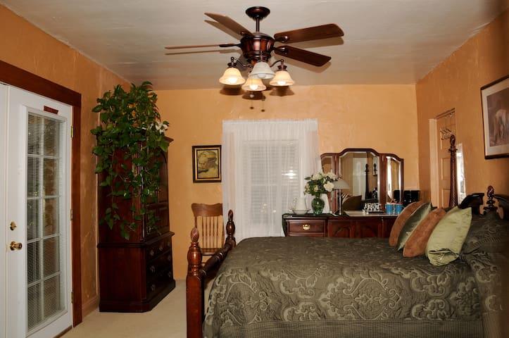 The Elm Room - Kanab - Bed & Breakfast
