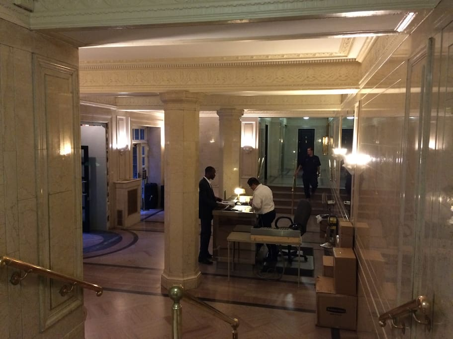 Building lobby - front desk & 24hr doorman