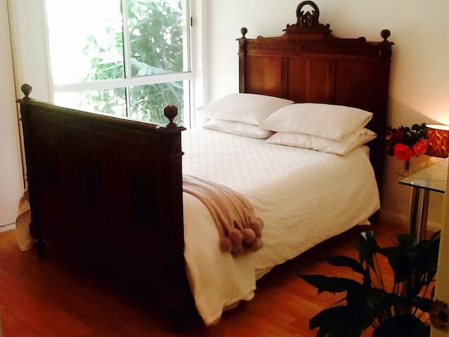 Own bedroom, sitting room and bath - Mountain Creek - Casa