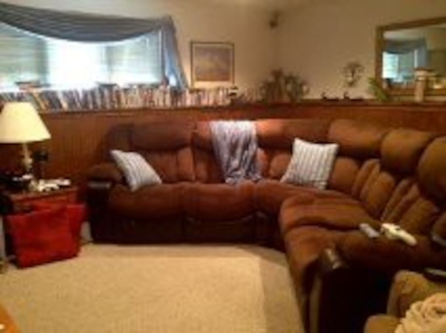 Lounge/game room and television with free wi-fi.