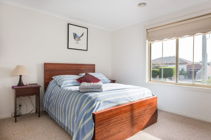 Sweet 2BR home close to train/shops