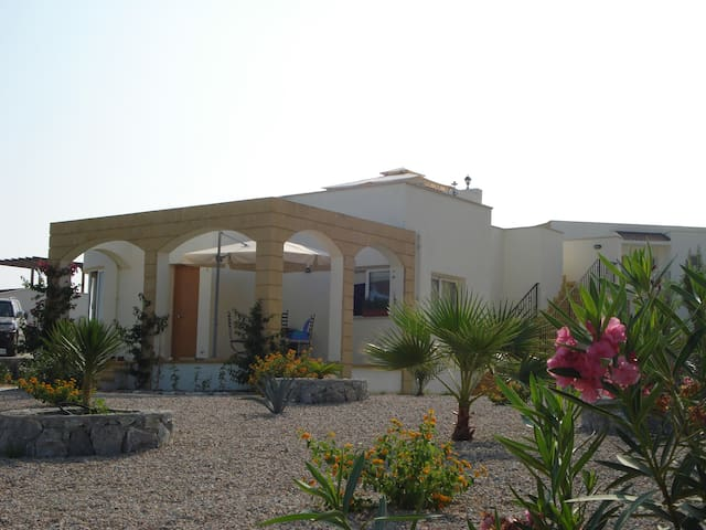 FOREST, GOLF & BEACH BUNGALOW - Esentepe,