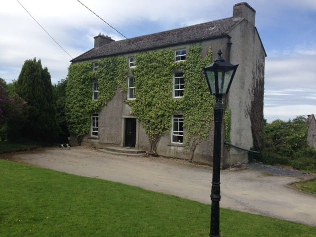 Double bedroom in rural carlow - Hacketstown - Huis
