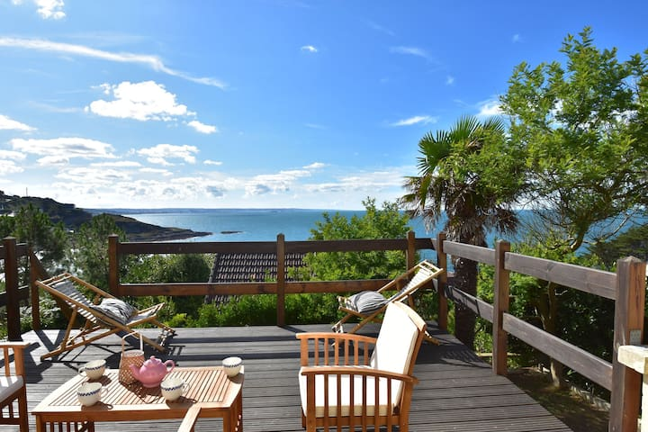 Scenic Holiday Home in Fermanville near Sea