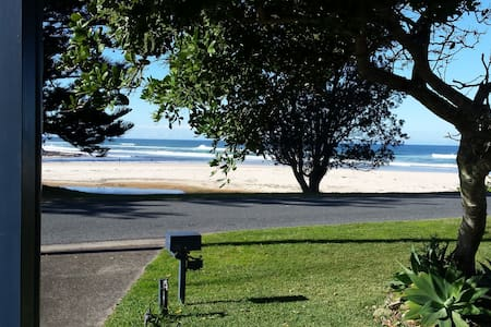 Nan's Beach House Bed and Breakfast - Lake Cathie